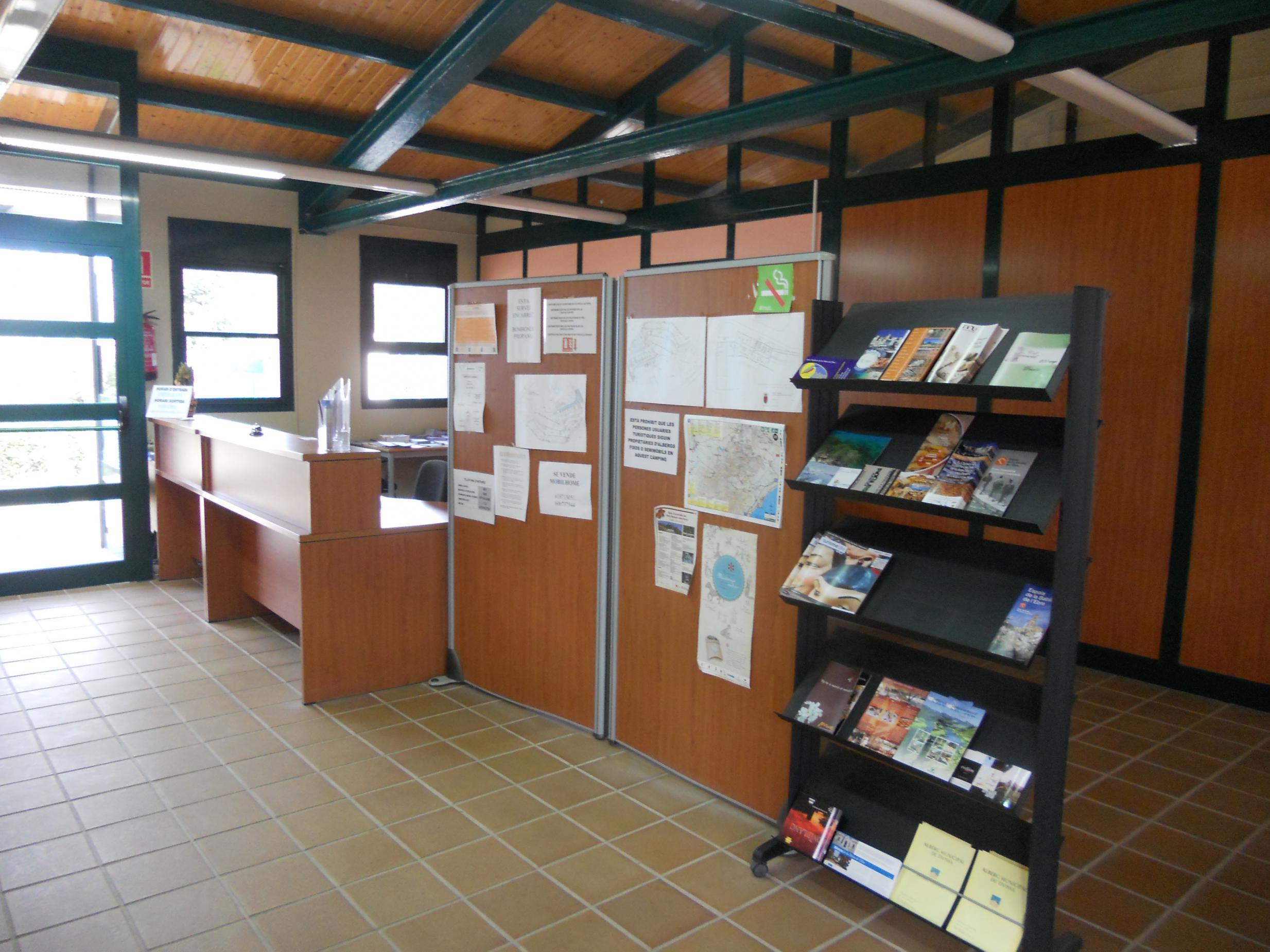 Oficina de turismo de tivissa terres de mestral for Oficina de turisme