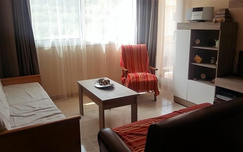 Ca la Llanera És un allotjament turístic, idoni per a famílies, situat en una zona tranquil·la de Tivissa i amb les millors vistes a les seves muntanyes