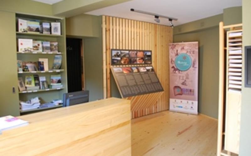 Interior del CI de la Serra de Llaberia i Oficina de Turisme