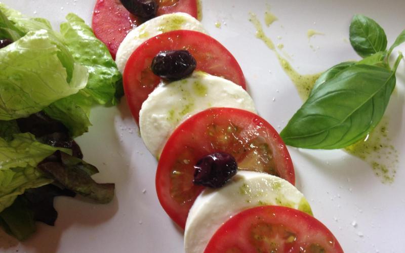 Olive farming experience in Terres de Mestral Experiencia oleícola en Terres de Mestral Visita centro interpretación aceite + menú del aceite en el restaurante Rebost de Nuri