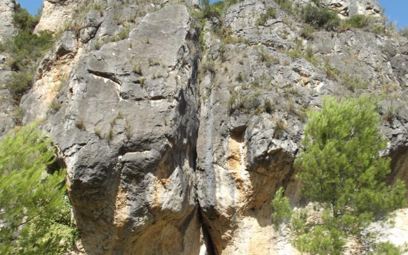 El agua que agujerea rocas Descubre como el agua da forma a las montañas senderismo GEOSUD