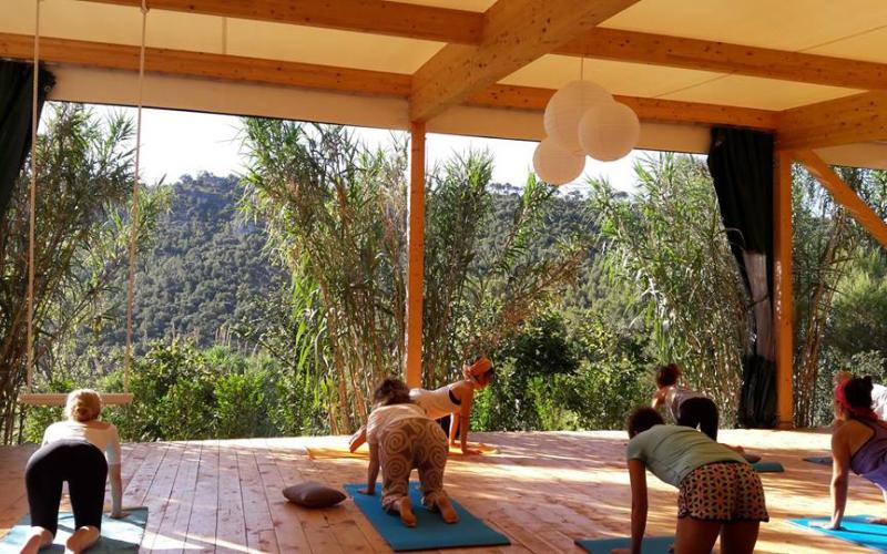 Mindfullness Weekend en Mas Mariassa Estancia y clase de yoga en un entorno idílico