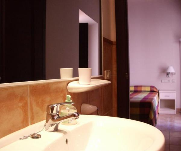 7 double rooms with bath