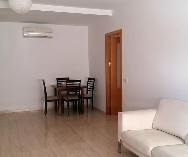 Ca l'Elvira allotjament turístic, ideal per families amb nens, situat en una zona tranquila de Tivissa