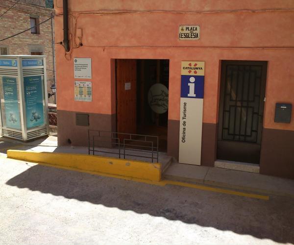 Exterior CI de la Serra de Llaberia i Oficina de Turisme