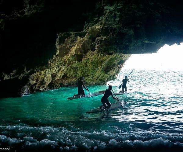 Paddle Surf a la Cova del Llop y comida Mañana de paddle surf hasta una cueva espectacular y comida a pie de playa Actividad nautica Sol Solet